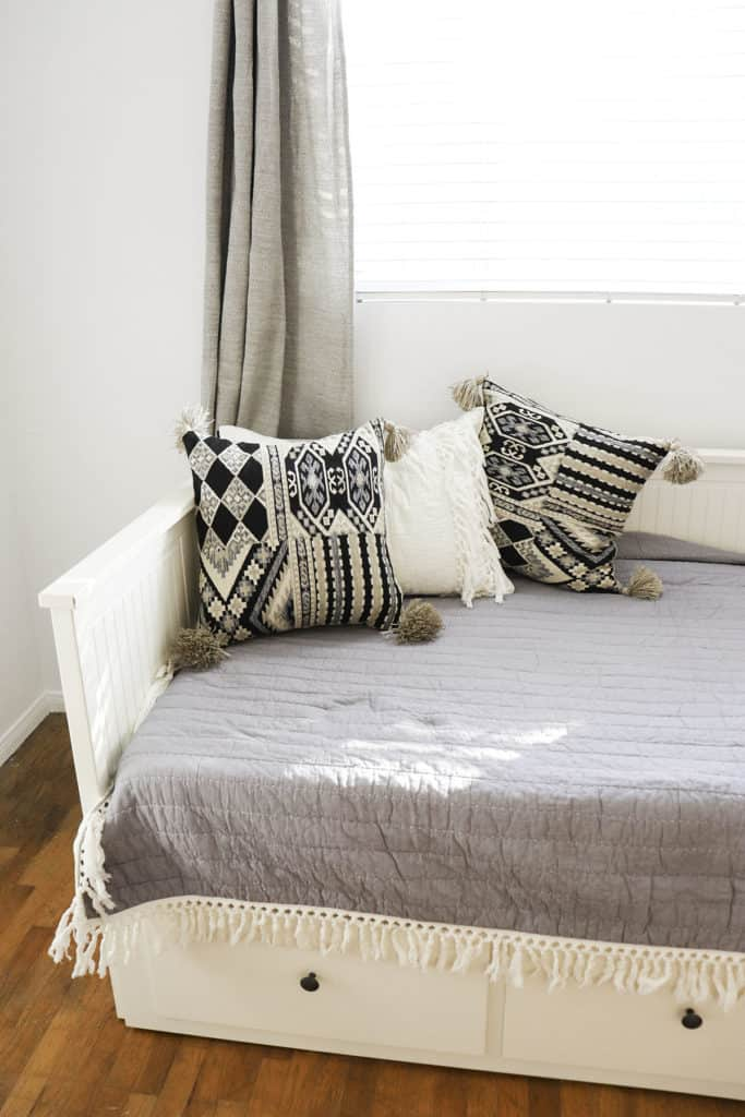 Guest Room simple and white decor